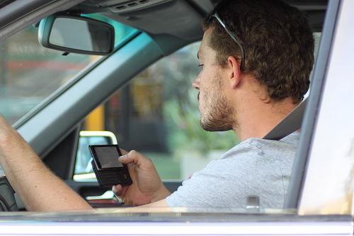 Texting While Driving >> Hawaii Governor strengthens distracted driving and seat belt laws - Traffic Sign Blog ...